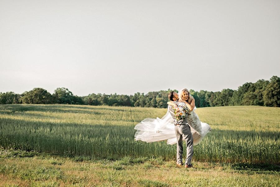 groom-bride-cornfield-wedding-venue-maryland